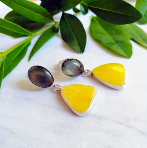 Elegant silver earrings with amber and labradorite