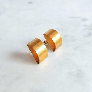 Gold modern minimalist stud earrings